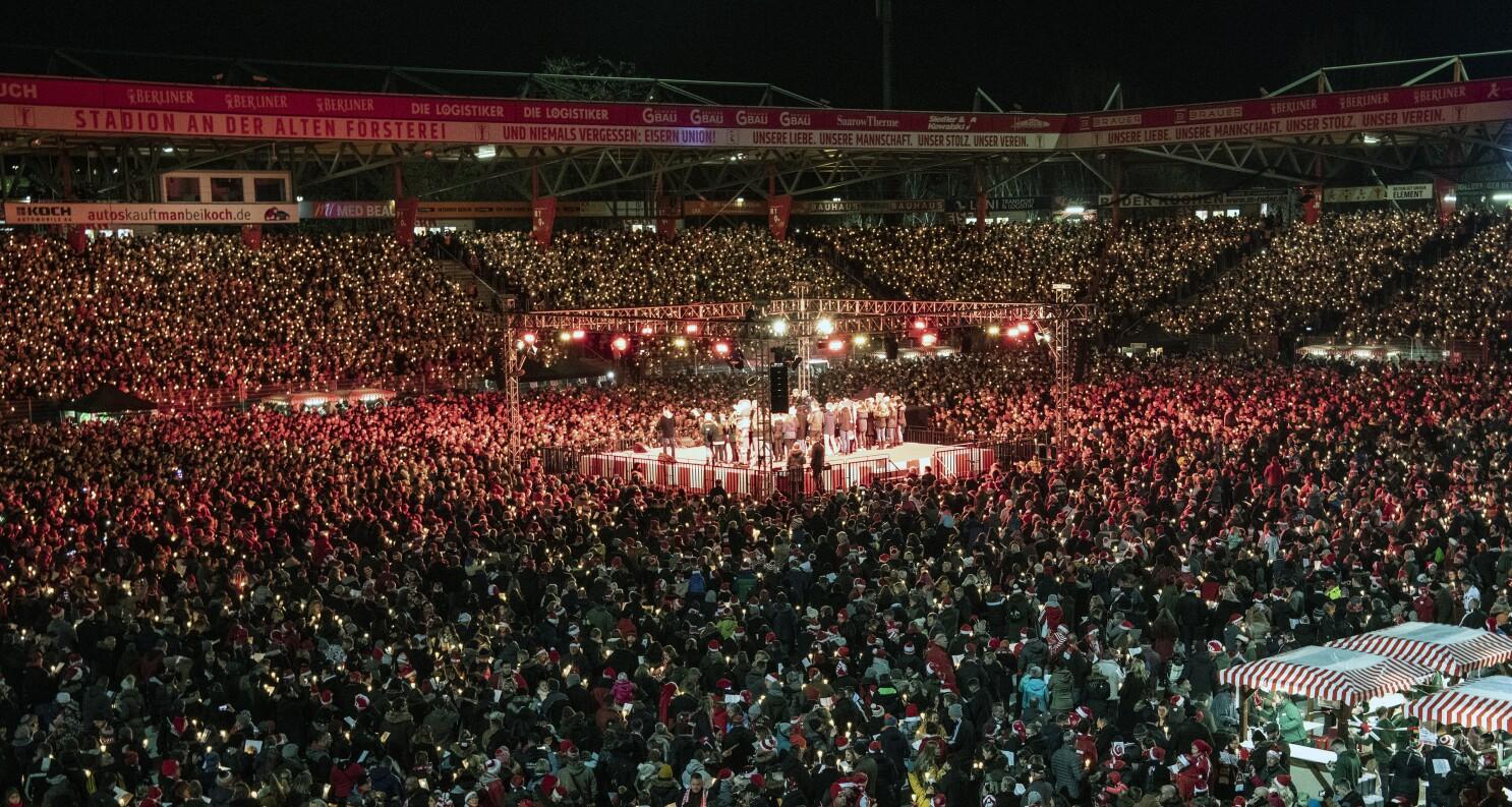 28 500 Union Berlin Fans Gather To Sing Christmas Carols The San Diego Union Tribune