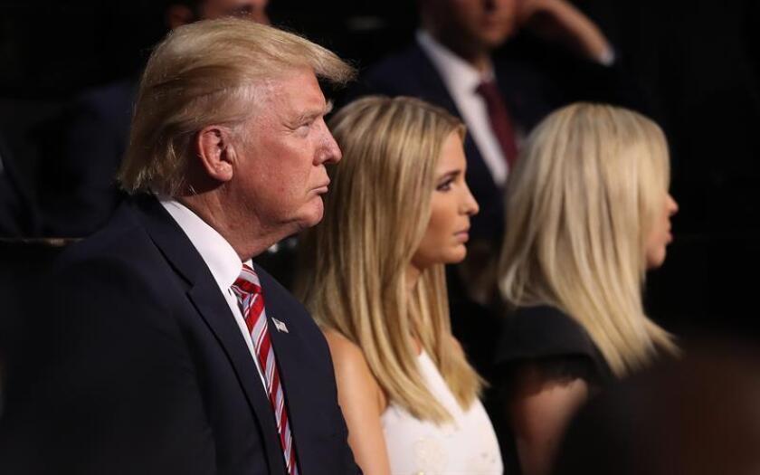 El presidente, Donald Trump, viajó hoy junto con su hija Ivanka a una base militar en Delaware para recibir los restos mortales del miembro de las fuerzas especiales muerto este fin de semana en una misión en Yemen. EFE/ARCHIVO