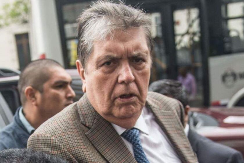 (FILES) In this file picture taken on November 15, 2018 Peruvian former president, Alan Garcia (2-R), arrives at the prosecutor office in Lima. - Alan Garcia shot himself on April 17, 2019 upon being arrested and was rushed to hospital, his lawyer said. (Photo by Ernesto BENAVIDES / AFP)ERNESTO BENAVIDES/AFP/Getty Images ** OUTS - ELSENT, FPG, CM - OUTS * NM, PH, VA if sourced by CT, LA or MoD **