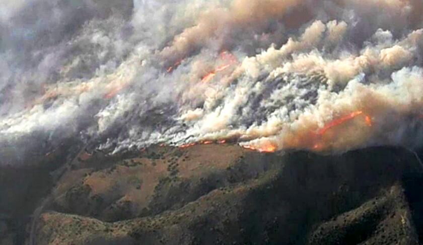 La vista de los incendios cerca de Irvine en California el 26 de octubre del 2020.