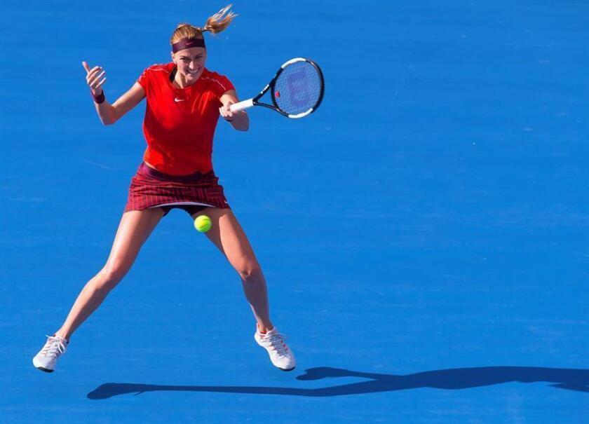 La checa Petra Pvitova, quien accedió al cuadro con una invitación, culminó la remontada y derrotó 1-6, 7-4 y 7-6(3) en la final de Sidney a la australiana Ahleigh Barty, decimoquinta clasificada mundial, en un partido que alcanzó las dos horas y veinte minutos de juego. EFE