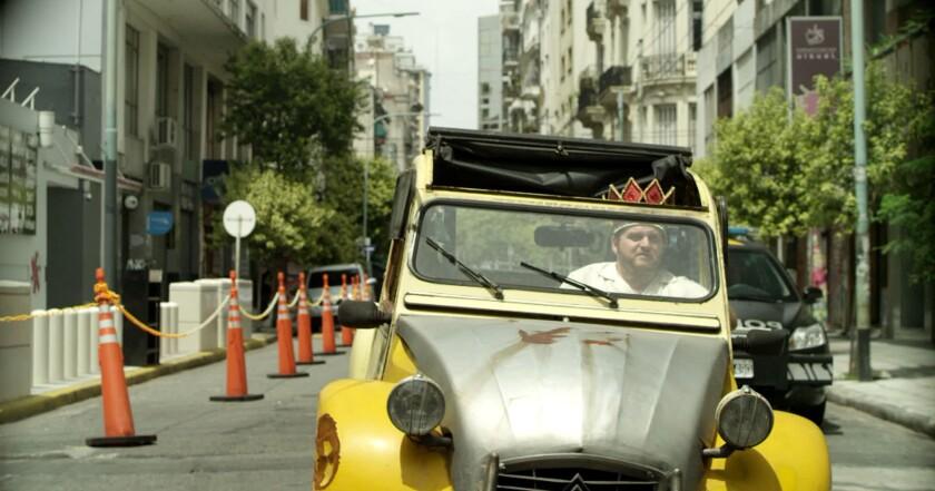 """Una escena de """"The Tenth Man"""" (""""El rey del once""""), la nueva cinta argentina que se puede ver desde hoy en L.A. y Encino."""