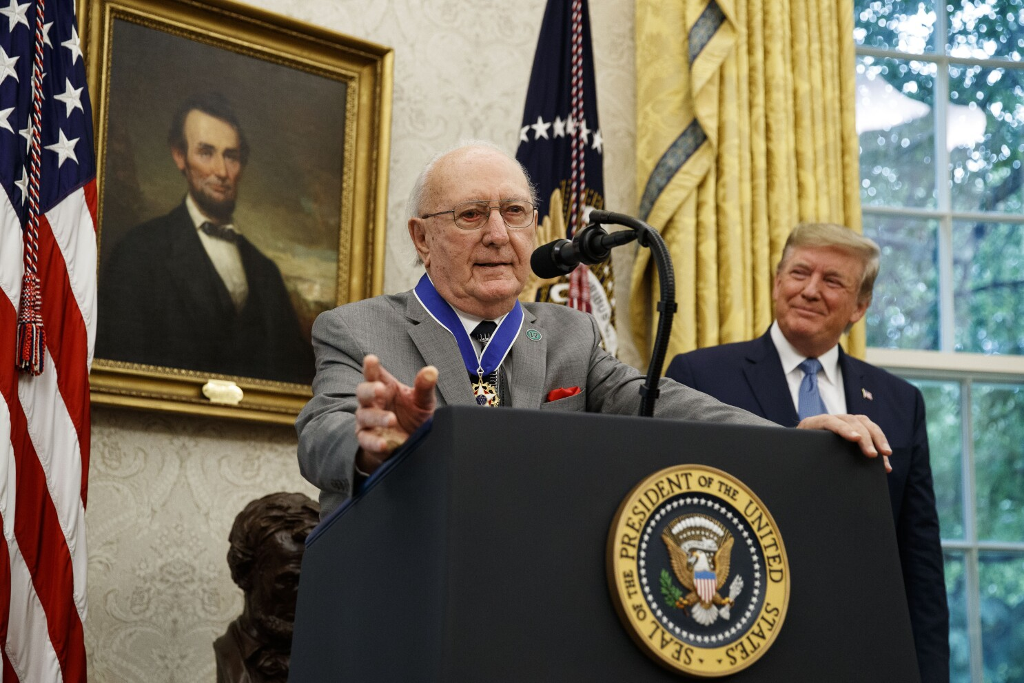 Trump awards Medal of Freedom to NBA star Bob Cousy
