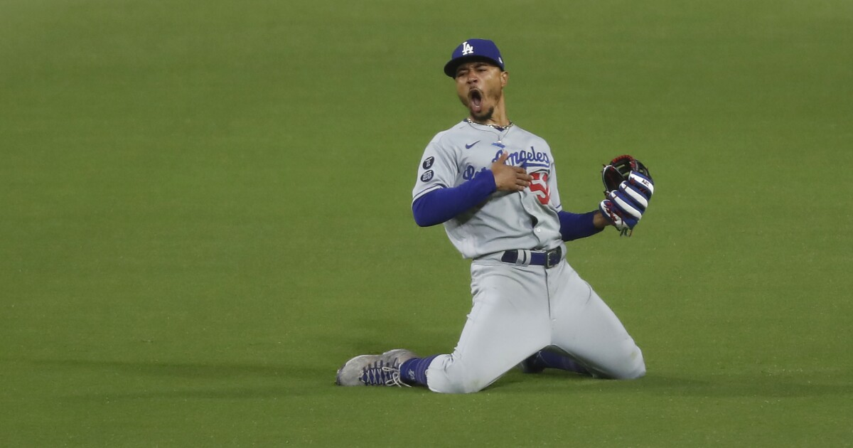 Dodgers hold off Padres thanks to Mookie Betts' diving catch