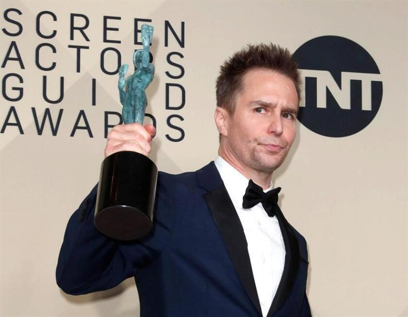 Sam Rockwell, winner of Outstanding Performance by a Male Actor in a Supporting Role for 'Three Billboards Outside Ebbing, Missouri', poses with the SAG Award during the 24th annual Screen Actors Guild Awards ceremony at the Shrine Exposition Center in Los Angeles, California. EFE