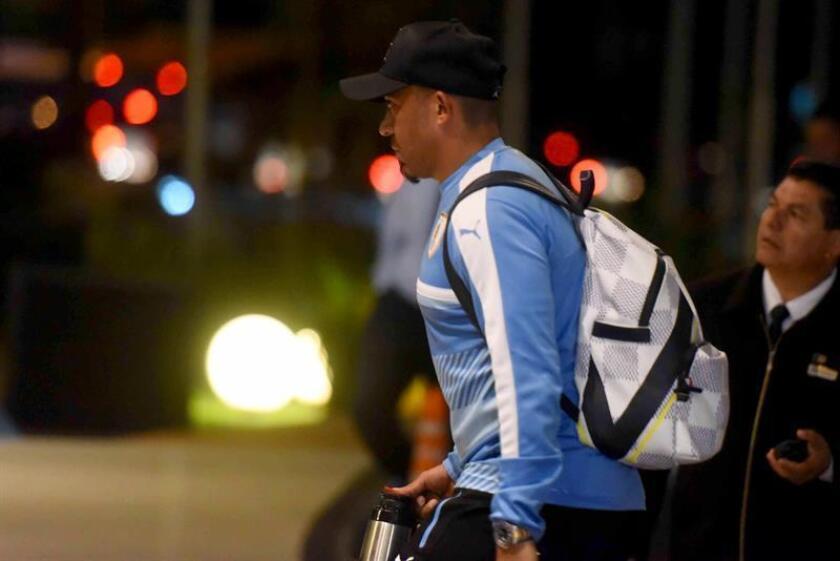 En la imagen, el jugador de la selección uruguaya de fútbol Egidio Arevalo Ríos llega a un hotel en Luque (Paraguay).EFE/Archivo