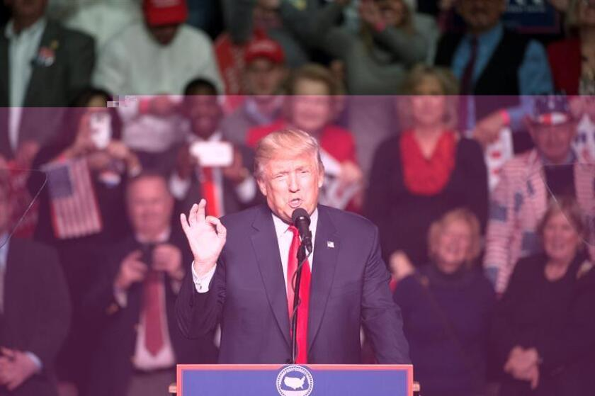 """El presidente electo, Donald Trump, alabó hoy la decisión del presiente ruso, Vladimir Putin, de no responder a las sanciones estadounidenses con medidas similares, y calificó al líder ruso de """"inteligente"""". EFE/ARCHIVO"""