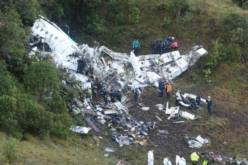 """El Gobierno mexicano lamentó hoy la """"sensible pérdida"""" de los jugadores y cuerpo directivo del club brasileño Chapecoense en un accidente aéreo registrado la noche del lunes en Colombia. EFE/ Policía del Departamento de Antioquia/ SOLO USO EDITORIAL / NO VENTAS / NO ARCHIVO"""