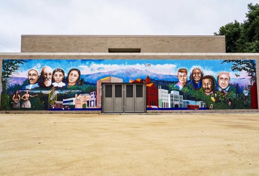 """Siempre Santa Ana"" mural"
