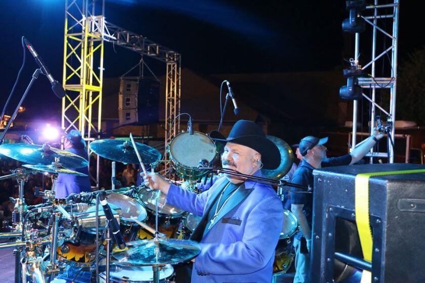 """El baterista era hermano del legendario """"Rey Del Acordeón""""."""