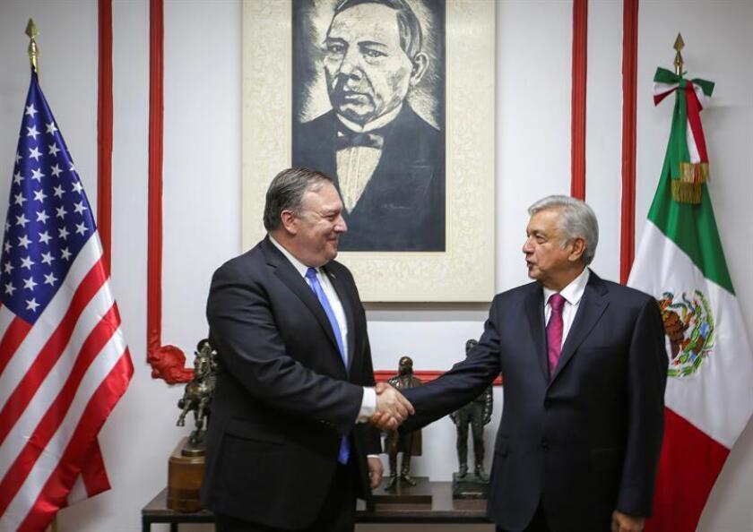 La contundente victoria de López Obrador a la Presidencia de México cambió la estrategia diplomática de Donald Trump con el país latinoamericano, y prueba de ello fue la visita este viernes de una delegación de altos funcionarios encabezada por su secretario de Estado, Mike Pompeo, que puede abrir una nueva era. EFE/ARCHIVO