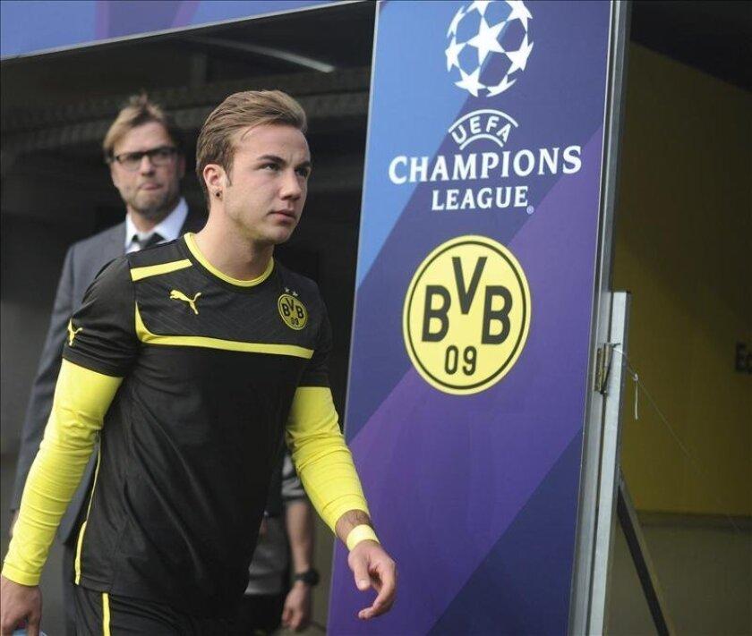 El delantero del Borussia Dortmund, Mario Götze (d) y su entrenador Jürgen Klopp (i). EFE/Archivo