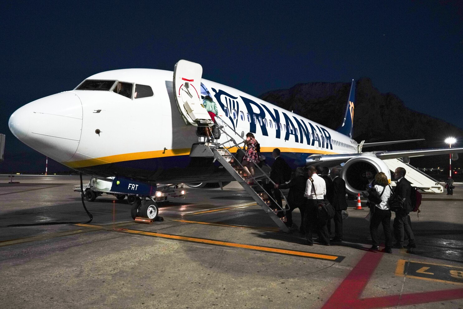 Budget Carrier Ryanair Cuts Flights As Contagions Increase The San Diego Union Tribune