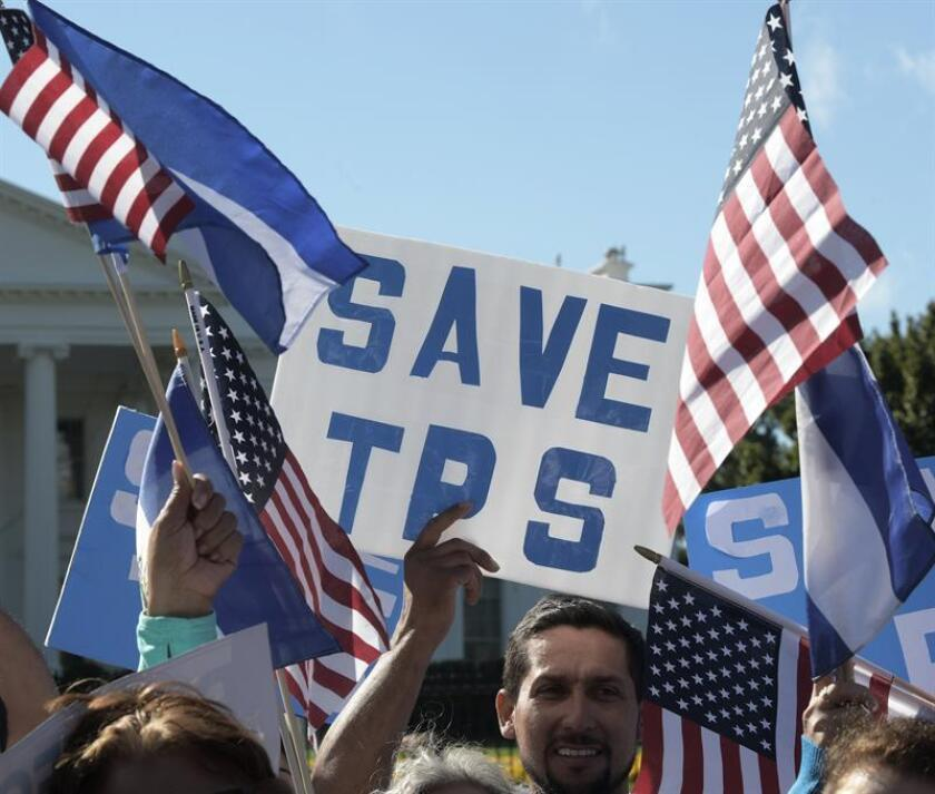 Centroamericanos con TPS darán la batalla para permanecer legales en el país