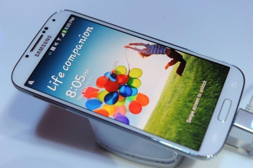 Smartphones cut broadband gap, 3% still use dial-up, Pew survey finds