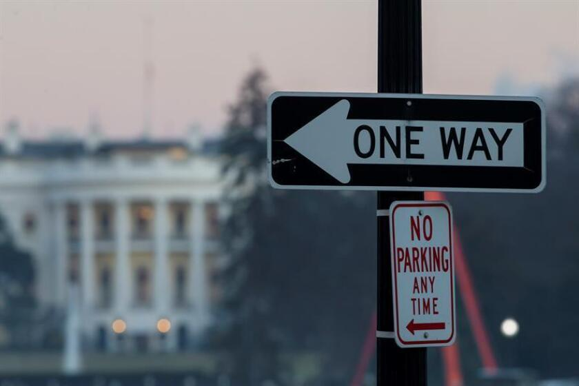 A sign on a street near the White House on Dec. 27, 2018, amid a partial government shutdown. EFE-EPA/ Erik S. Lesser