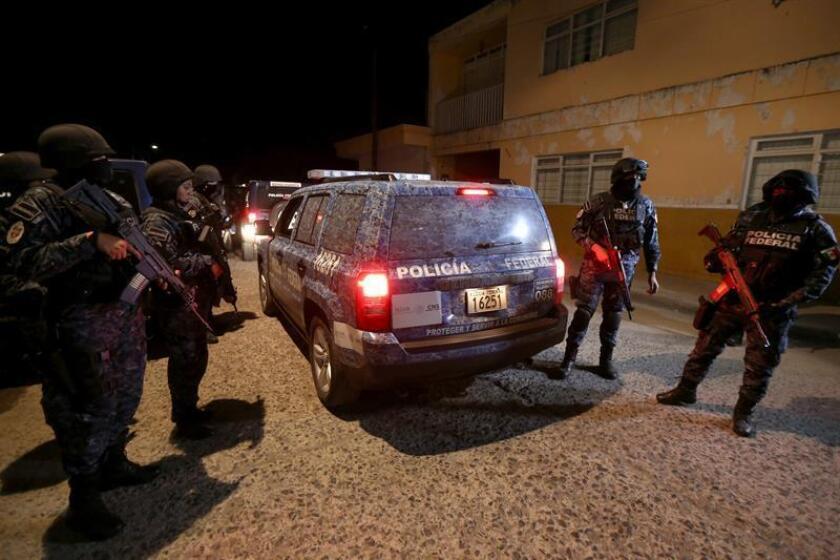 Seis personas murieron y una más resultó lesionada en un restaurante del municipio de Tlaquepaque, en el occidental estado mexicano de Jalisco, a causa de un ataque por parte de un grupo de hombres armados, informaron hoy a Efe fuentes de la policía de ese municipio. EFE/ARCHIVO