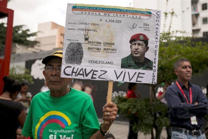 """El analista y escritor Carlos J. Rangel señaló hoy en Miami que el surgimiento del chavismo hace 20 años en Venezuela no fue una revolución sino una """"sustitución"""" de Gobiernos, basado en un """"populismo sin precedentes"""". EFE/ARCHIVO"""