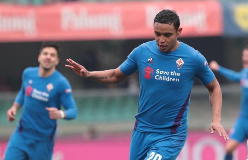 El colombiano de la Fiorentina Luis Muriel celebra un gol hoy durante el partido. EFE