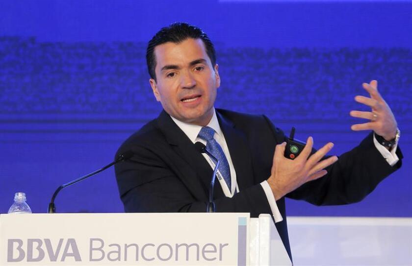 El director general de BBVA Bancomer, Eduardo Osuna, habla durante la reunión nacional de consejeros del BBVA Bancomer en Ciudad de México. EFE/Archivo