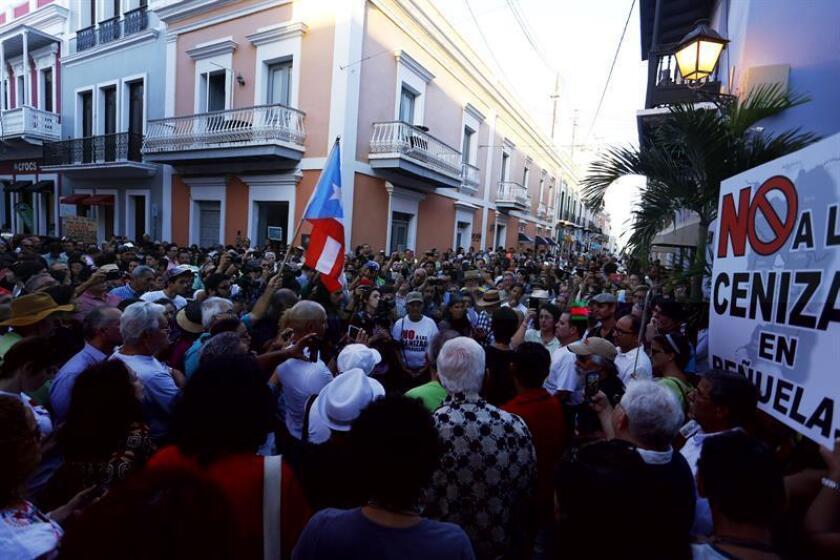 El alcalde de Peñuelas, Walter Torres, dijo que no permitirá que se depositen cenizas provenientes de la quema de carbón en ese municipio de la costa sur de Puerto Rico, de acuerdo al Tribunal Supremo, que determinó que los ayuntamientos son las entidades responsables de esa decisión. EFE/ARCHIVO