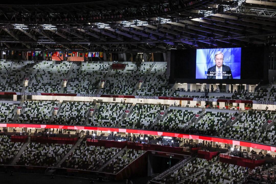 صفحه بزرگی در بالای استادیوم المپیک ظاهر می شود