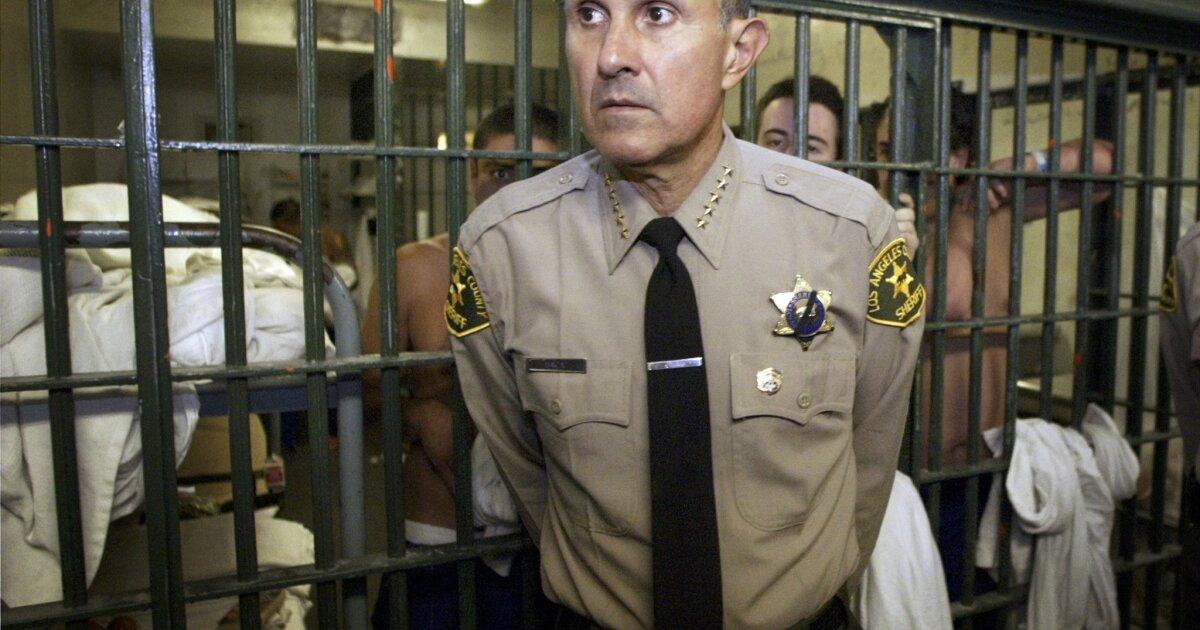 Ex-Sheriff Baca verliert Gebot, um aus der Gefängnis während des Corona-Virus-Pandemie