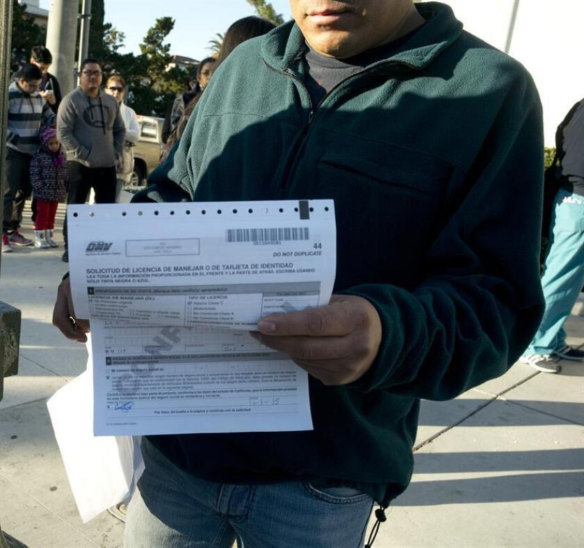 El Departamento de Motores y Vehículos de California (DMV-CA) comenzó hoy a expedir la licencia de manejo de automóviles o tarjeta de identidad que cumple con los requisitos de la Ley federal Real ID. EFE/ARCHIVO