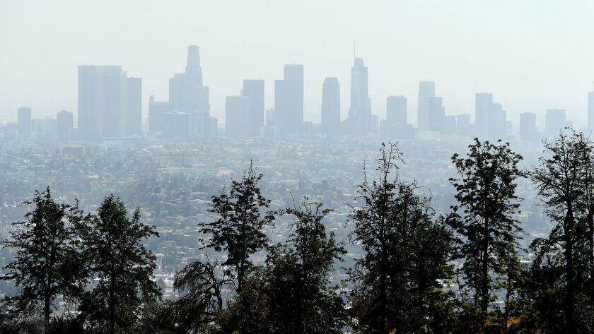 LOS ANGELES, SEPTEMBER 19, 2018-A view of a smoggy Downtown Los Angeles Wednesday. (Wally Skalij/Lo