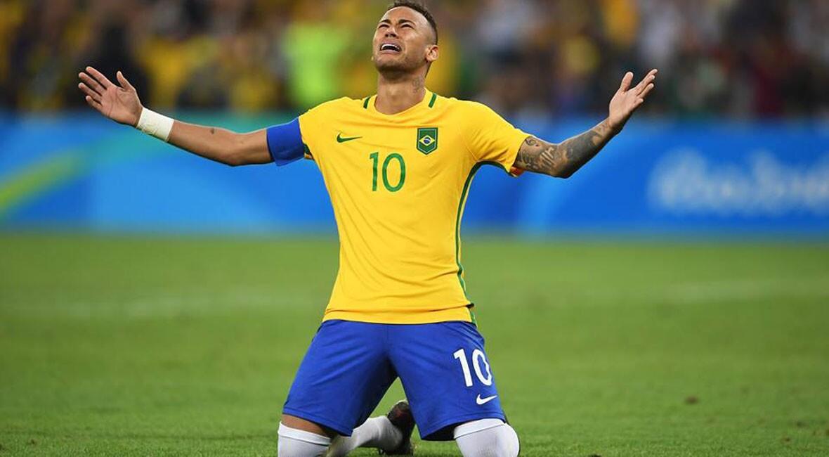 Neymar llora en su festejo tras anotar el gol definitivo en los penaltis ante Alemania, por la medalla de oro del futbol masculino de Río 2016.