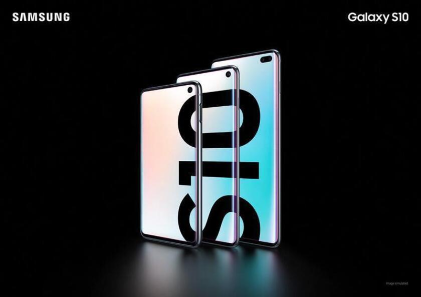Fotografía cedida por Samsung Electronics Co. muestra los tres teléfonos inteligentes que componen la línea Galaxy S10 durante el evento de lanzamiento este miércoles en San Francisco, California (Estados Unidos). EFE/SAMSUNG ELECTRONICS CO