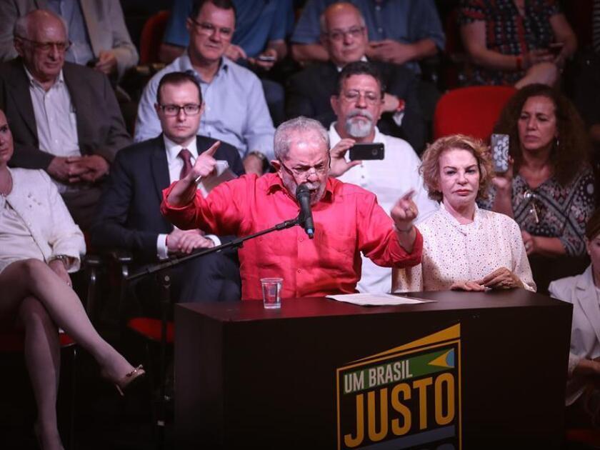 El expresidente brasileño Luiz Inácio Lula da Silva, implicado en el escándalo de corrupción descubierto en la petrolera estatal Petrobras, reiteró una vez más su inocencia en el caso y recibió hoy el respaldo de un movimiento social liderado por intelectuales, artistas y activistas.