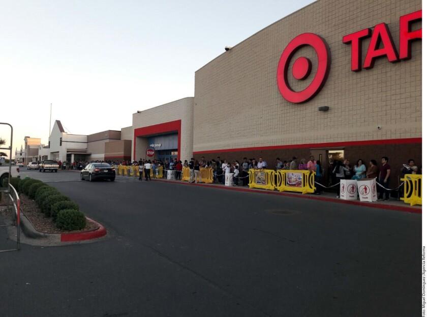 Los comercios que adelantaron ayer el Viernes Negro en Mc Allen y Brownsville resintieron la ausencia de clientes mexicanos, principalmente regios, que acostumbraban hacer fila desde días antes para aprovechar las ofertas.