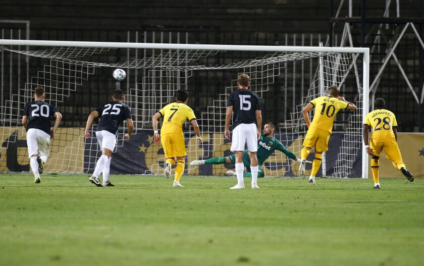 Tottenham's Harry Kane, center right, scores a penalty during the Europa League soccer match between Lokomotiv Plovdiv and Tottenham Hotspur at Lokomotiv stadium, in Plovdiv, Bulgaria, Thursday, Sept. 17, 2020. (AP Photo/Anton Uzunov)