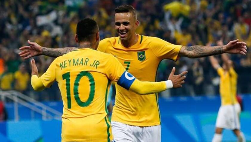 Neymar celebra tras consumarse el trunfo de Brasil (2-0) sobre Colombia en Río 2016.