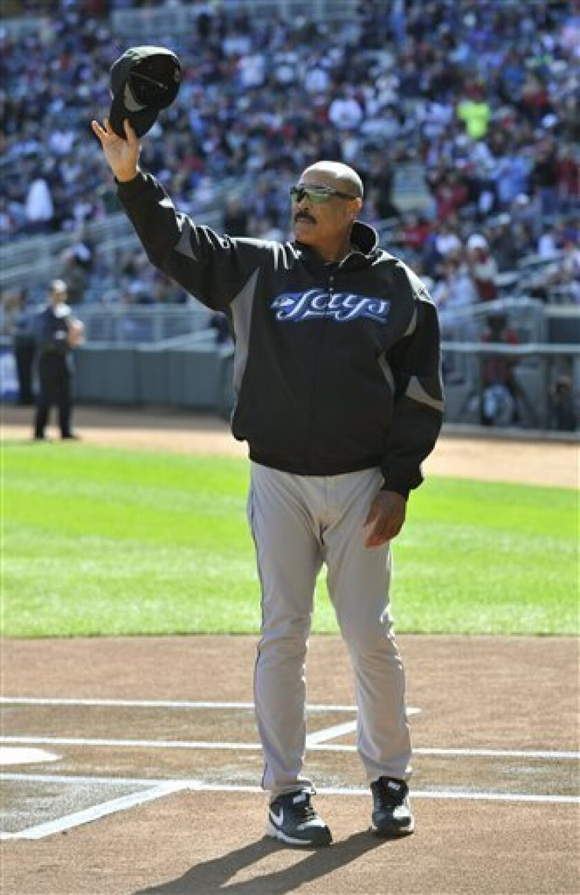Toronto Blue Jays manager Cito Gaston acknowledges the Minnesota Twins fans as he was honored Sunday, Oct. 3, 2010, in Minneapolis. (AP Photo/Jim Mone)