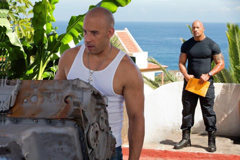 """Fotograma en donde aparecen los actores Vin Diesel (delante) y Dwayne Johnson (atrás) durante una escena de la sexta entrega de la saga """"Fast & Furious"""". EFE/Giles Keyte/Universal Studios"""