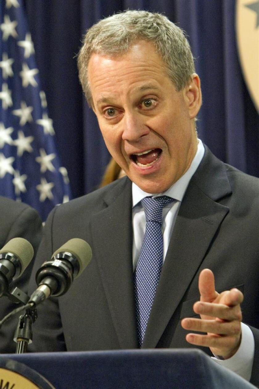 El fiscal general del estado de Nueva York, Eric T. Schneiderman, dijo hoy que el Gobierno federal podría estar incumpliendo la orden dictada este sábado por una jueza, que bloqueó parte de las nuevas medidas sobre inmigración de la Casa Blanca. EFE/Archivo