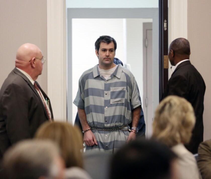 El ex agente de policía de North Charleston Michael Slager llega al tribunal en Charleston, Carolina del Sur. Un juez no tomó una decisión sobre si conceder a Slager la libertad bajo fianza. Slager, está acusado de matar a un hombre negro desarmado durante una parada de tráfico en una localidad costera de Carolina del Sur.