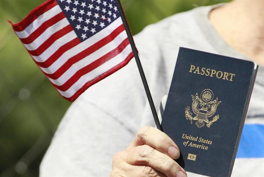"""El grupo Human Rights Watch (HRW) criticó hoy la propuesta del presidente, Donald Trump, de cancelar la ley que da el derecho a la ciudadanía a los nacidos en territorio nacional, una medida que, según la organización, """"apesta a maniobra política"""" de cara a las elecciones. EFE/Archivo"""
