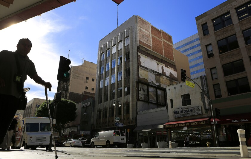 Downtown L.A. building to get makeover
