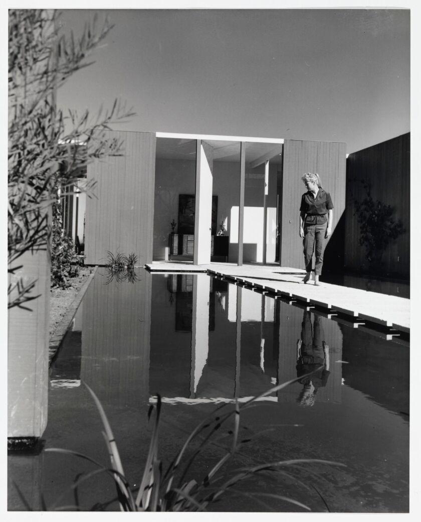 'Case Study House No. 23 (Triad), La Jolla, 1961' by Julius Shulman