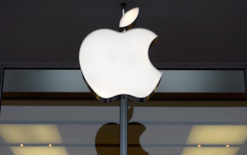 Apple informó que revisó a la baja sus expectativas de ingresos para el primer trimestre del año fiscal 2019 a causa de unas ventas del iPhone inferiores a las esperadas y la desaceleración económica en China. EFE/Archivo