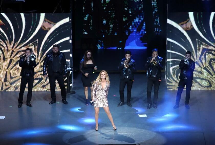 La cantante mexicana Lucero durante el shoqw ofrecido el viernes pasado en el DF.