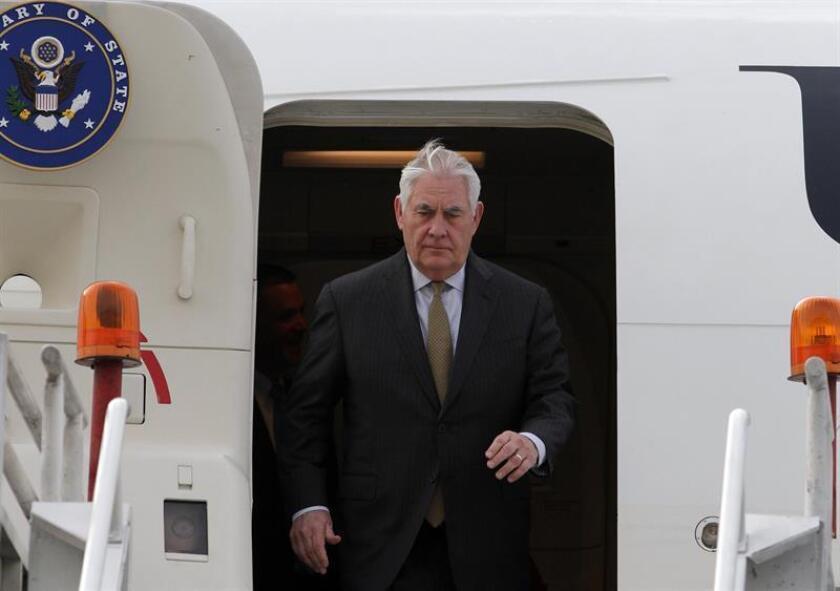 El secretario estadounidense de Estado, Rex Tillerson, a su llegada al hangar de la Secretaria de la Defensa Nacional, en Ciudad de México (México). EFE