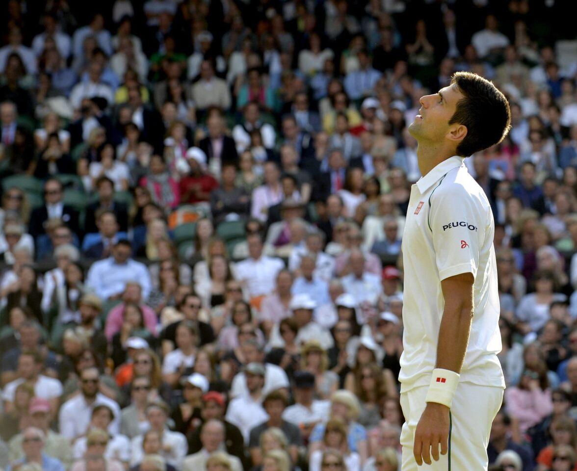 DJ12 WIMBLEDON (UNITED KINGDOM) 08/07/2015 .- El tenista serbio Novak Djokovic, durante el partido de cuartos de final del Torneo de Wimbledon disputado contra el croata Marin Cilic en el All England Lawn Tennis Club de Londres, Reino Unido, hoy 8 de julio de 2015. EFE/Gerry Penny *SOLO USO EDITORIAL/PROHIBIDO SU USO COMERCIAL* ** Usable by HOY and FL-ELSENT Only **