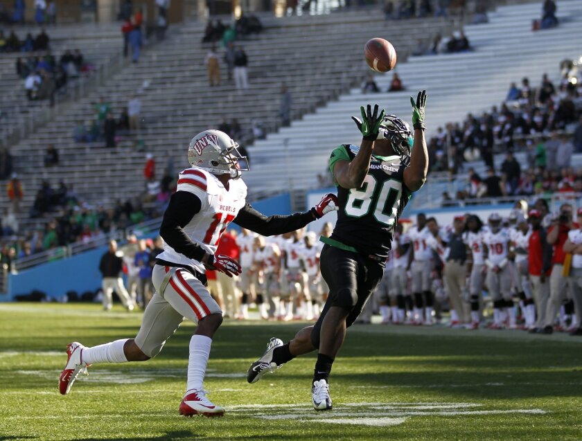 North Texas wide receiver Darnell Smith (80) makes the catch for a touchdown as UNLV defensive back Kenneth Penny (17) defends during the second half of the Heart of Dallas NCAA college football game, Wednesday, Jan. 1, 2014, in Dallas. (AP Photo/Mike Stone)