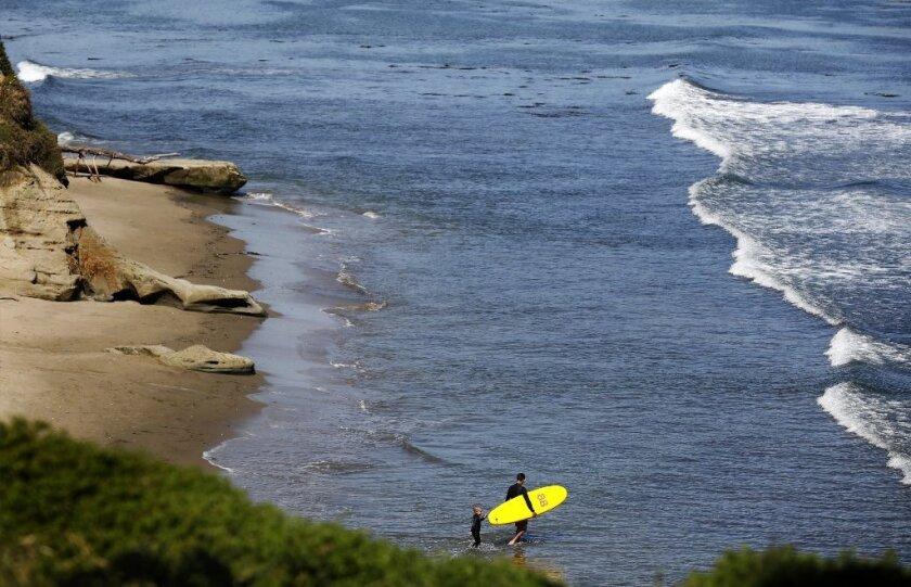Santa Cruz neighborhood rejects state orders to open beach