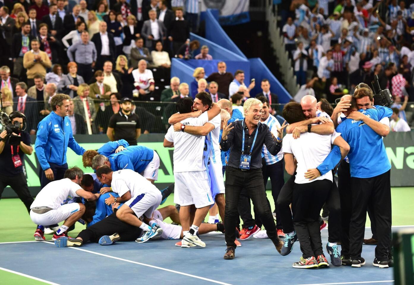 . Zagreb (Croatia), 27/11/2016.- Argentinian Davis Cup team players celebrate after defeating Croatia in the Davis Cup final in Zagreb, Croatia, 27 November 2016. (Croacia, Tenis) EFE/EPA/ANTONIO BAT ** Usable by HOY and SD Only **