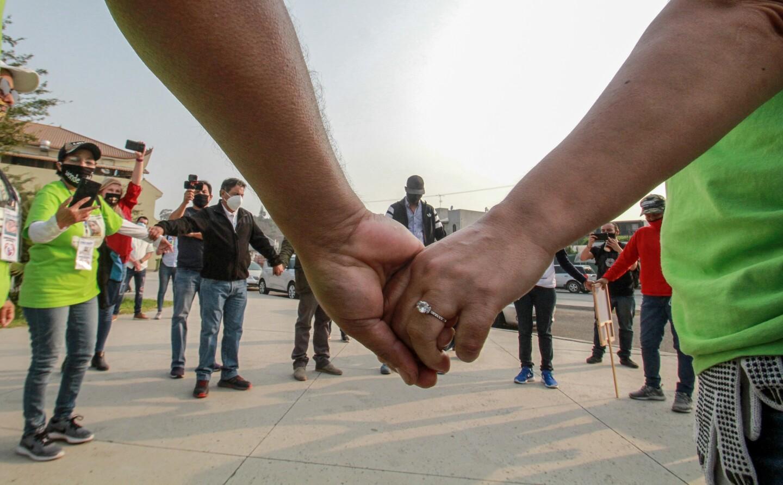 Familias mexicanas desafían a autoridad para buscar a desaparecidos en Tijuana